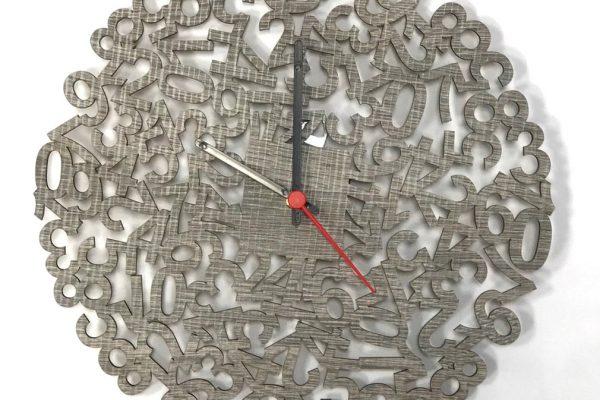 Orologio in legno intqgliato a laser
